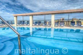 Piscina en la azotea del Hotel Alexandra, Malta