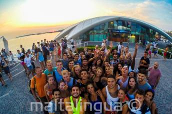 Estudiantes de inglés en una fiesta en Café del Mar