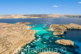 Foto aérea de la Lagunan Azul, Comino, Malta