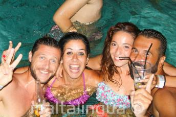 Fiesta en la piscina de nuestra escuela de inglés