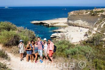 Estudiantes de inglés visitando St Peter's Pool, Malta