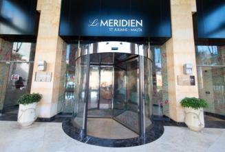 Entrada del Hotel Meridien en St Julians