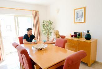 Salón del alojamiento en apartamento de la escuela de inglés en St Julians